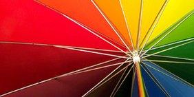 Teaser Gleichstellung Christopher Street Day Regenbogen-Regenschirm