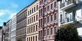 Typisch Berliner Altbau-Stuckfassaden, frisch saniert