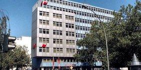 Das Gewerkschaftshaus des DGB Bezirk Berlin Brandenburg in der Keithstraße/Ecke Kleiststraße in der Nähe des Wittenbergplatzes