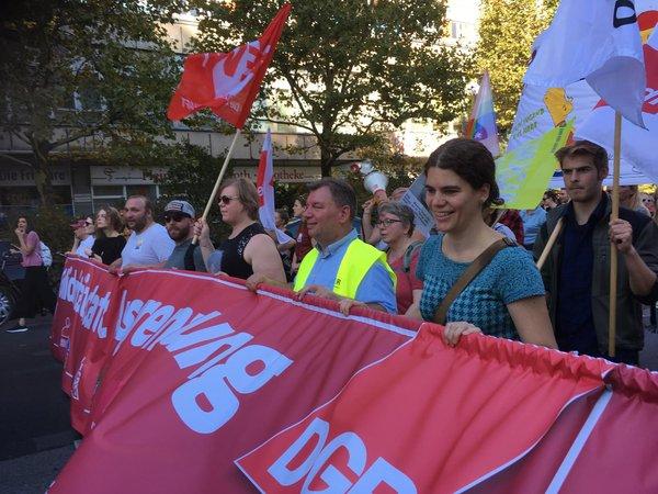 Gewerkschaftsblock auf der #unteilbar-Demonstration (mit Sonja Staack, 2. v.r.)
