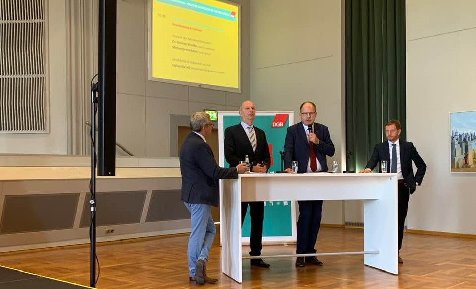 v.l.n.r.: Minsterpräsident Woidke (Brandenburg), DGB-Bundesvorstandsmitglied Stefan Körzell, Ministerpräsident Kretschmer (Sachsen)