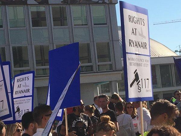 Demonstration #unteilbar: Ryanair-Beschäftigte fordern Betriebsrat