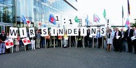 Schon 2015 demonstrierten die Gewerkschaften des öffentlichen Diensts für eine Übertragung der Tarifergebnisses auf die Beamtinnen und Beamten