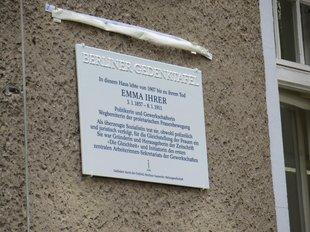Berliner Gedenktafel für die Gewerkschafterin Emma Ihrer (1857-1911) in der Marthastraße, Berlin-Niederschönhausen