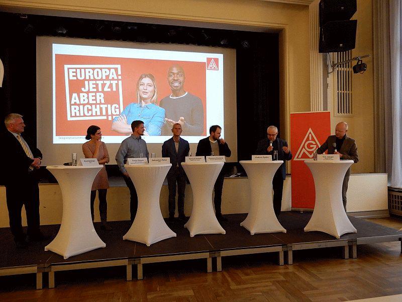 v.l.n.r.  Knut Abraham (CDU), Sonja Staack, (DGB) Sebastian Rüter (SPD), Helmut Scholz (Die Linke), Clemens Rostock (Grüne), Vladimir Spidla (ehem. EU-Kommissar) und Tim Jaeger (Moderator).