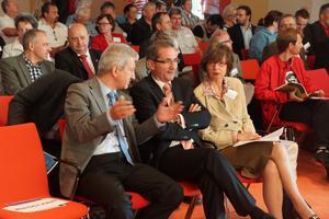 MP Platzeck begrüßte die Teilnehmer der Brandenburgkonferenz in Schönefeld und appellierte an die Unternehmer im Lande, mit besserer Bezahlung könne etwas gegen den Fachkräftemangel getan werden.