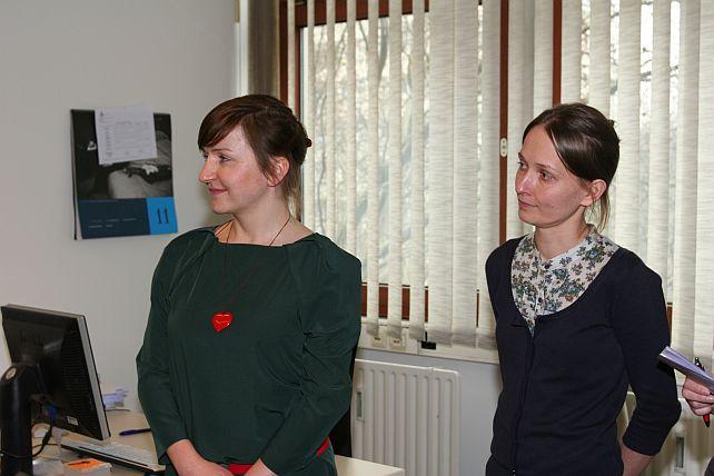 Bettina Wagner (links) und Monika Fijarczyk beraten Beschäftigte aus osteuropäischen Ländern.